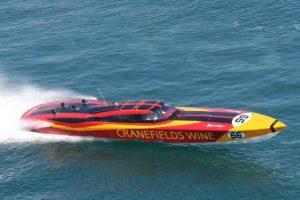 Wein und Speedboot von Cranefields Wine